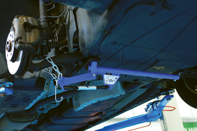 ~/items/xlarge/Insitu image of Laser Tools | 6936 | Hands Free Suspension Arm Lever