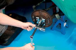 Gear & Bearing Puller/Splitter Set in use